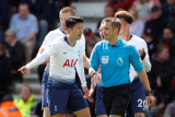 Soccer Football - Premier League - AFC Bournemouth v Tottenham Hotspur - Vitality Stadium, Bournemouth, Britain - May 4, 2019  Tottenham\'s Son Heung-min remonstrates with referee Craig Pawson after being shown a red card  Action Images via Reuters/John Sibley  EDITORIAL USE ONLY. No use with unauthorized audio, video, data, fixture lists, club/league logos or \
