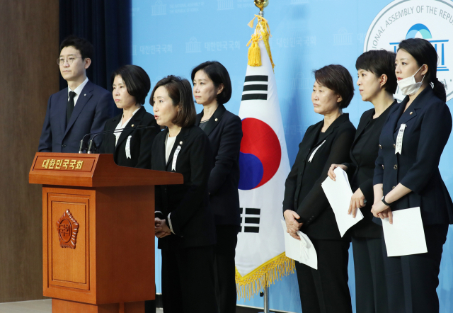 [포토뉴스] 성추행 의혹 고소인 2차 가행 중단 촉구하는 미래통합당