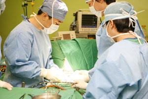 위암 수술을 받고 나면 위장의 유문부가 없어져 '덤핑증후군'이 생길 수 있다.
