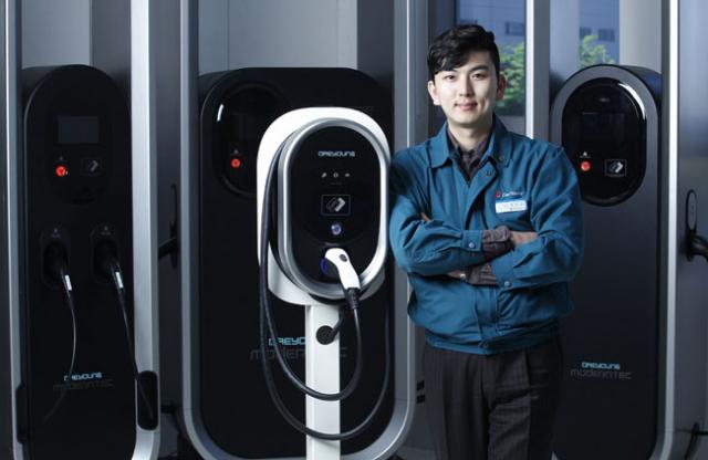 (주)대영채비 정민교 대표가 자사 제품을 소개하고 있다. 전기차 충전기 제조업체인 대영채비는 기술력과 디자인을 앞세워 성장을 거듭하고 있는 지역 업체다. 대영채비 제공