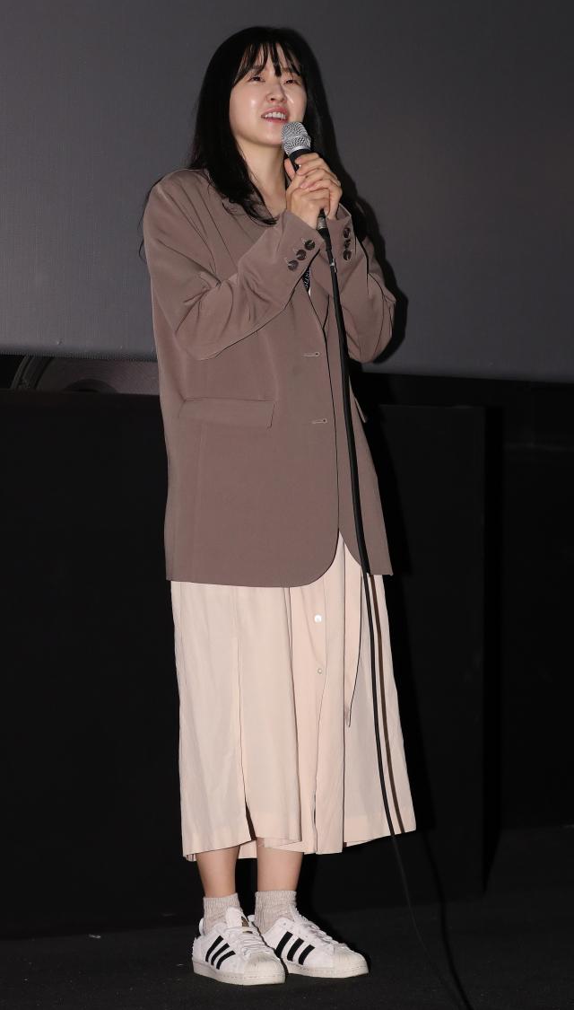 제23회 부산국제영화제가 열리고 있는 8일 오후 부산 해운대구 영화의전당 시네마테크에서 배우 이민지가 와이드앵글부문 단편쇼케이스1 '반신반의' GV 무대인사에 참석해 관객과 만나고 있다. 연합뉴스