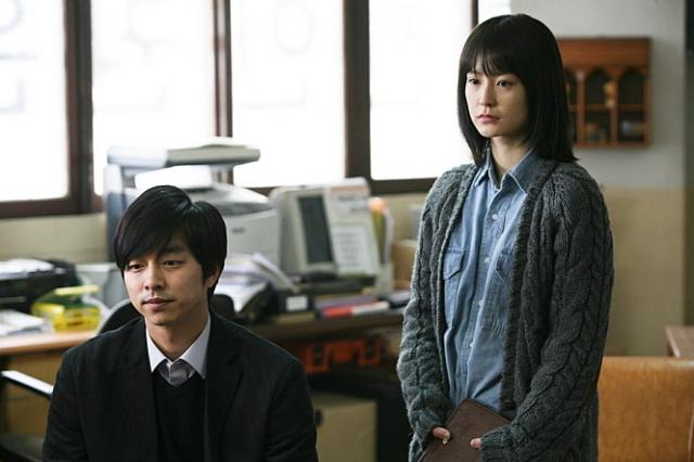 영화 '도가니'에 함께 출연한 공유(왼쪽)와 정유미. 배급사 제공