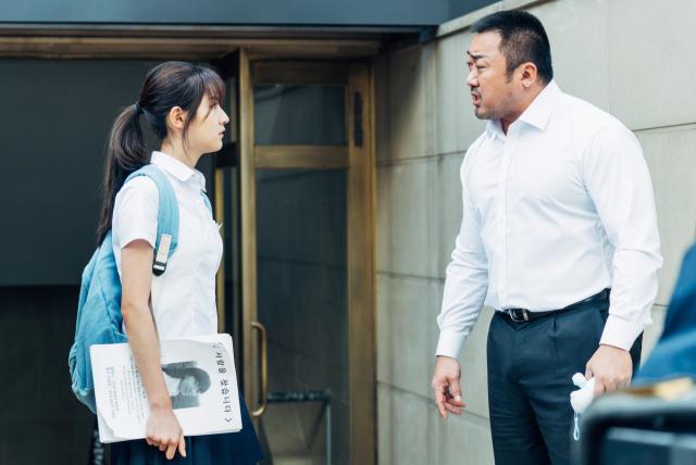11월 8일 개봉 영화 '동네사람들'의 김새론(왼쪽)과 마동석. 배급사 제공