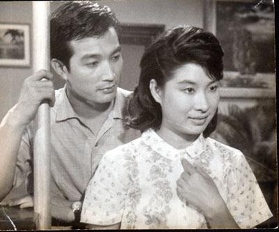 신성일과 엄앵란의 '아낌없이 주련다'(1962). 네이버 영화
