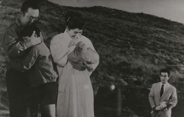 신성일과 엄앵란의 '사나이의 눈물'(1963). 네이버 영화