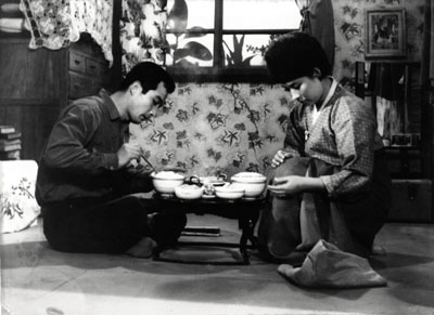 신성일과 엄앵란의 '떠날때는 말없이'(1964). 네이버 영화