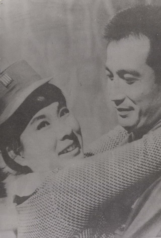신성일과 엄앵란의 '학생부부'(1964). 네이버 영화