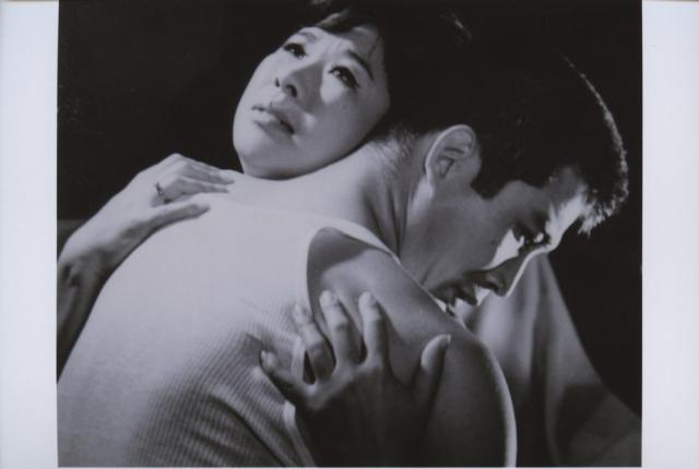 신성일의 대표작이며 반려자 엄앵란의 대표작이기도 한 '맨발의 청춘'(1964). 네이버 영화