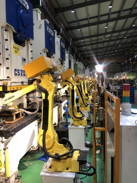 대구시는 향후 5년 간 로봇 기반의 스마트공장 확대, 생활형 로봇 육성 등에 1천600억원을 투입할 계획이다. 대구시 제공.