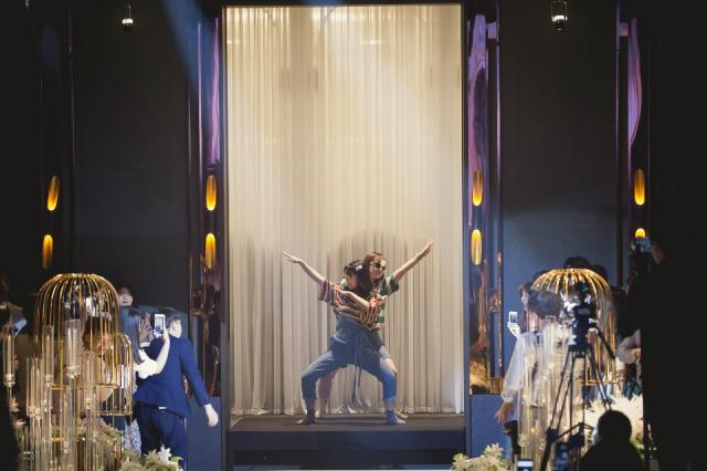 신나는 결혼식을 위해 신부 친구들이 춤으로 하객들의 흥을 돋우고 있다. 고구마웨딩 제공