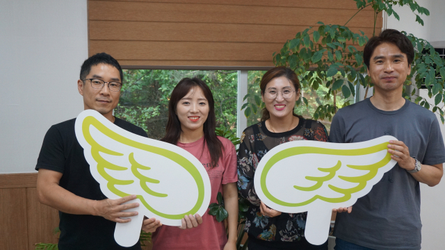 대구 서구 커튼 제조업체 마루콜렉션 이근수 대표(오른쪽)가 259호 '1%나눔클럽' 천사가 됐다.