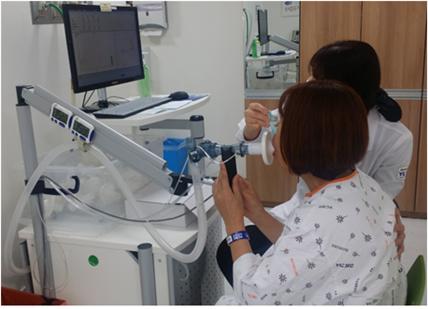 만성폐쇄성폐질환 검사 모습. 영남대병원 제공