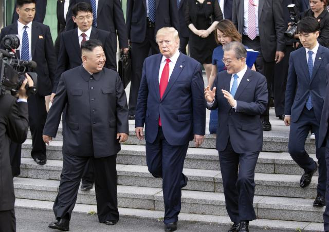 트럼프 미국 대통령, 김정은 북한 국무위원장이 지난 2019년 6월 30일 판문점에서 만난 한반도의 미래를 두고 회담했지만, 북미 간 갈등은 더욱더 깊어져 빛이 바랬다. 연합뉴스