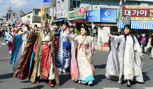 고령 대가야체험축제가 경상북도 최우수 축제에 선정됐다. 지난해 개최된 대가야체험축제 거리퍼레이드 장면. 고령군 제공