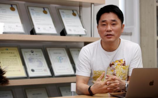 박무열 씨엘 대표가 자사의 스마트 모빌리티 서비스를 설명하고 있다. 김영진 기자