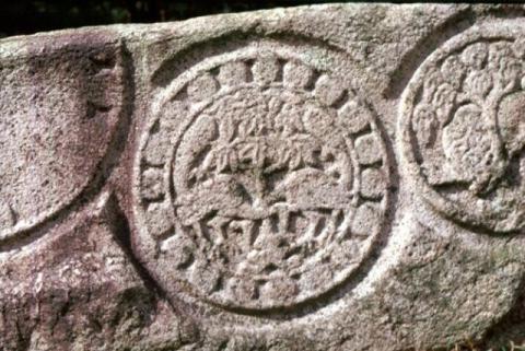 입수쌍조문 석조 유물. 국립경주박물관 제공
