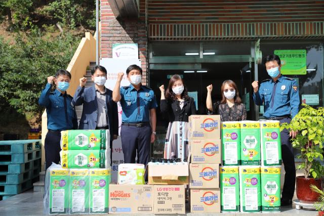 의성경찰서는 추석을 맞아 의성읍의 자혜원을 방문, 생필품과 위문금을 전달했다. 의성경찰서 제공