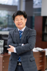김용락 전 한국국제문화교류진흥원(KOFICE) 원장·시인