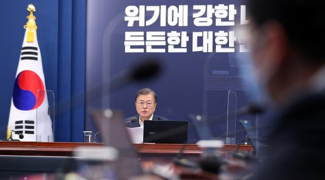 문재인 대통령이 26일 청와대에서 수석·보좌관 회의를 주재하고 있다. 연합뉴스