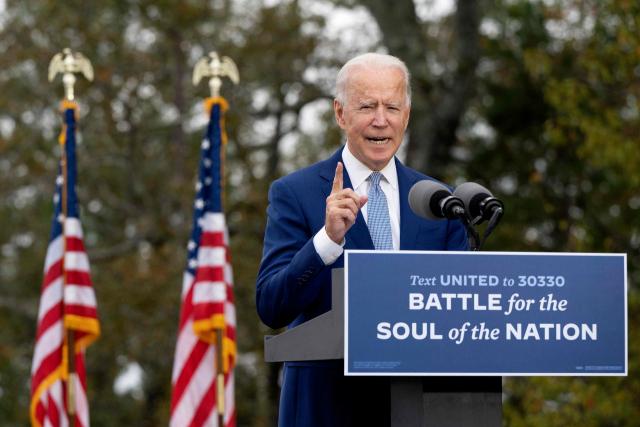 조 바이든 미국 민주당 대통령 후보가 27일(현지시간) 조지아주 웜스프링스의 마운틴 탑 인 앤드 리조트에서 유세하고 있다. 연합뉴스