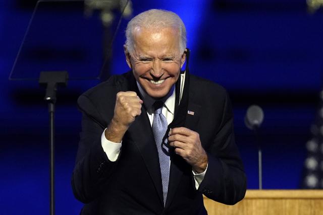 조 바이든 미국 대통령 당선인이 7일(현지시간) 델라웨어주 윌밍턴에서 열린 축하 행사에서 지지자들을 향해 활짝 웃고 있다. 연합뉴스