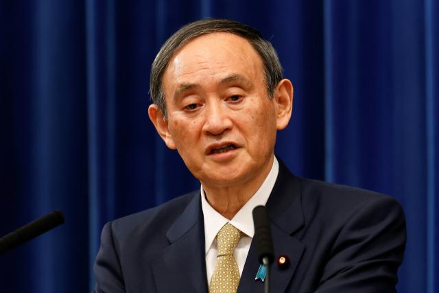 스가 요시히데 일본 총리가 13일 도쿄 총리관저에서 기자회견을 하고 있다. 연합뉴스