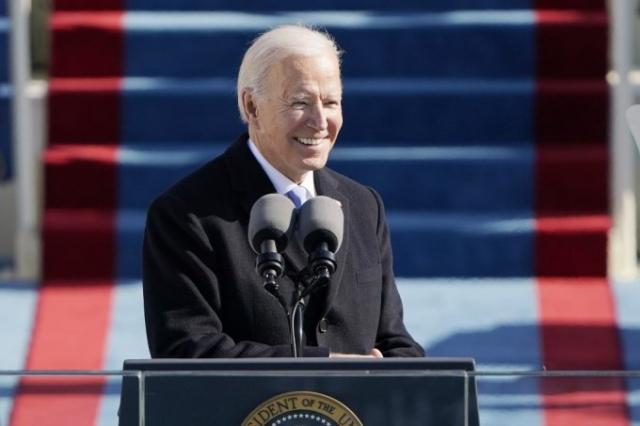 조 바이든 미국 대통령은 20일(현지시간) 취임식 연단에 서서 연설을 하고 있다. 로이터