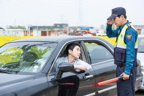 '무면허 음주운전' 걸리자 친형 이름 대신 말한 철 없는 30대…'집유'
