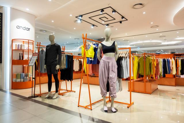 롯데아울렛 대구율하점 2층에 '안다르' 매장이 대구지역 최초로 문을 열었다.