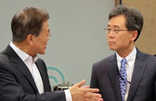 문재인, 김현종. 연합뉴스