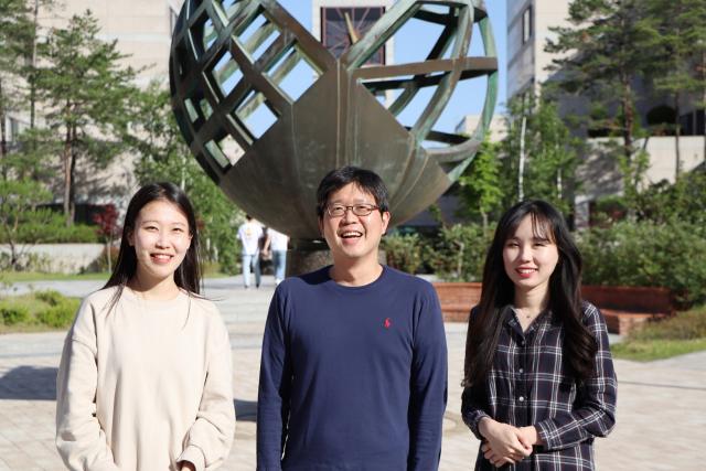 왼쪽부터 김민경 씨, 노준석 지도교수, 소순애 씨. 포스텍 제공
