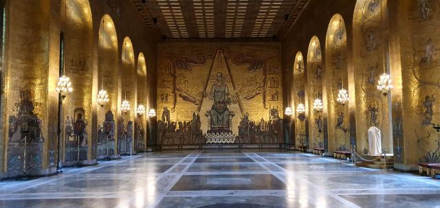 노벨상 수상 기념 파티가 열리는 스톡홀름 시청사 황금의 방은 1900만개 금박 모자이크로 북유럽의 신화와 역사, 전통을 표현한 벽화가 장식돼 화려하고 우아함이 느껴진다.