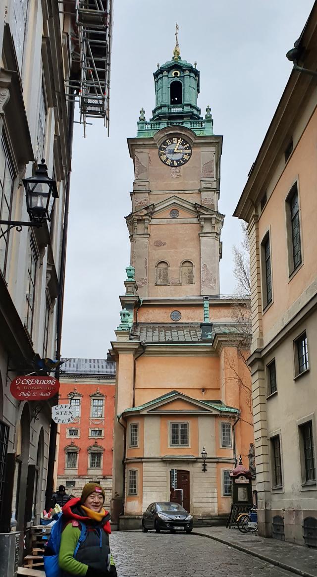 구사기지인 감라 스탄에서도 가장 오래된 건축물인 바로크 양식의 대성당.