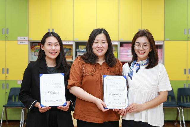 한국생활과학회 학술대회에서 수상한 김영민, 김미정, 노규미 씨(왼쪽부터). 대구가톨릭대 제공