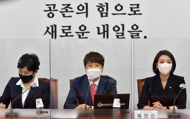 국민의힘 이준석 대표가 지난 21일 서울 여의도 국회에서 열린 최고위원회의에서 발언하고 있다. 연합뉴스