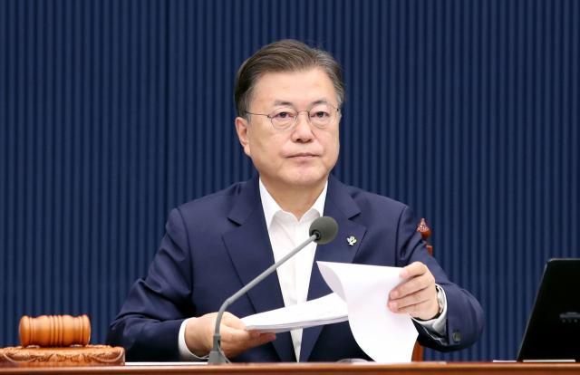 문재인 대통령이 지난 22일 오전 청와대에서 국무회의를 주재하고 있다. 연합뉴스