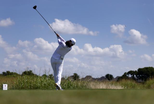 세계랭킹 1위 재탈환 시동건 고진영…고진영이 2일 LPGA 투어 볼런티어스 오브 아메리카 클래식 대회 첫 날 1번홀에서 티샷을 하고 있다. 고진영은 지난주 2019년 7월부터 지켜온 세계랭킹 1위를 넬리 코르다에 내줬다. 연합뉴스