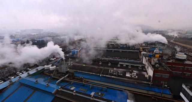 대구염색산업단지 업체 내부에서 산단 업종 제한을 해제하자는 제안이 제기됐다. 사진은 염색산단 전경. 매일신문 DB