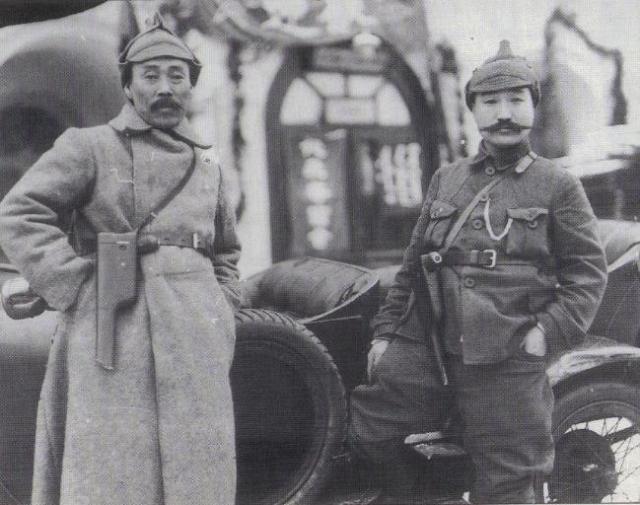 봉오동전투 승리에 기여한 홍범도(왼쪽) 장군과 최진동 장군.