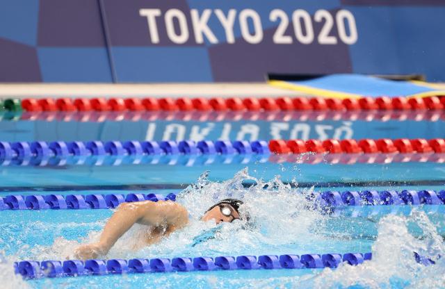 27일 일본 도쿄 아쿠아틱스 센터에서 열린 남자 자유형 200m 결승에 출전한 한국 황선우가 물살을 가르고 있다. 황선우는 1분45초26의 기록으로 8명 중 7위에 자리했다. 연합뉴스