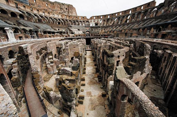 로마의 콜로세움 지하공간. 로마제국은 전 역사를 통틀어 모두 세 번의 커다란 팬데믹을 겪으면서 몰락의 길로 접어들었다.