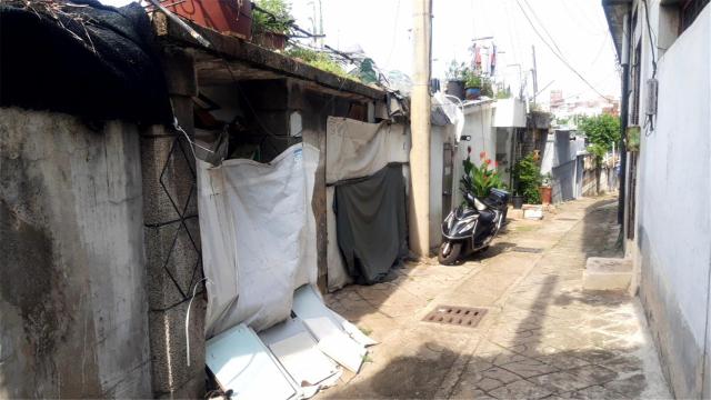 대구 서구 내당 2·3동의 한 골목에 빈집들이 방치돼 있다. 윤정훈 기자