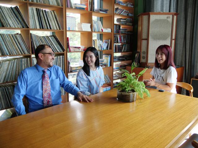 동촌유원지 한 카페(인스퍼레이션 디)에서 '미녀와 야수'와 제2의 인생을 말하고 있는 배우 신이. 한지현 기자 jihyeonee@imaeil.com