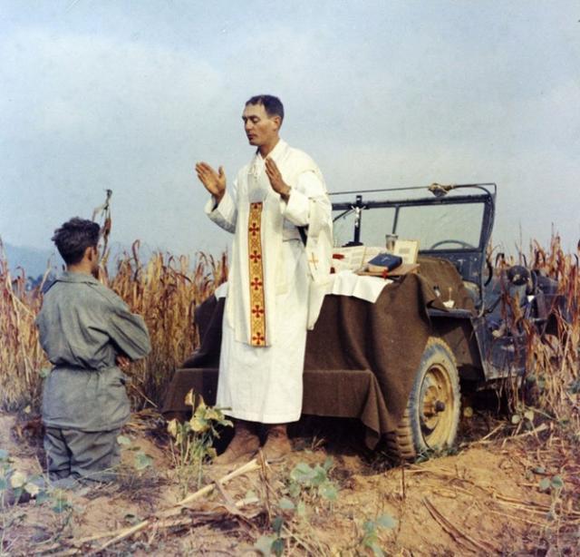 전쟁의 성인이라는 별명을 얻은 한국전쟁 종군 신부, 에밀 J. 카폰 신부