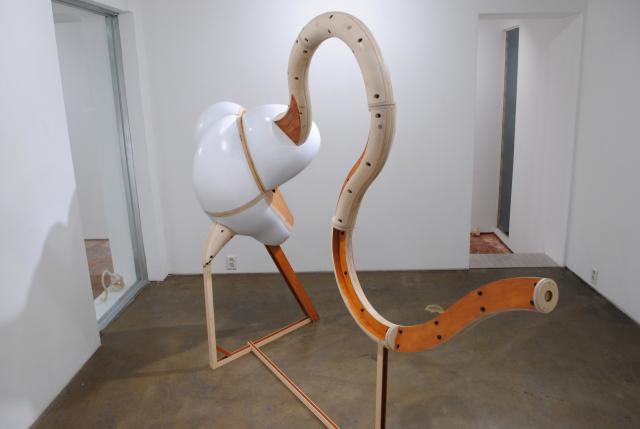 가타와 츠요시 작 '분열 팽창 돌기' 100x170x330cm 2019년