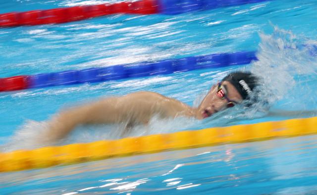 29일 오전 일본 도쿄 아쿠아틱스 센터에서 남자 100m 자유형 결승전을 앞둔 대한민국 황선우가 훈련하고 있다. 연합뉴스