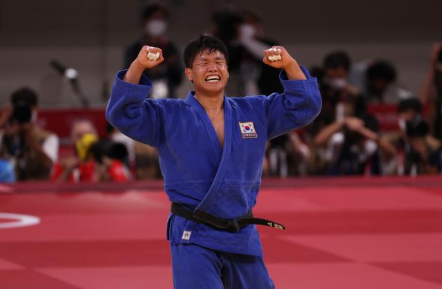 29일 일본 도쿄 무도관에서 열린 남자 -100 kg급 준결승 경기에서 한국 조구함이 포루투갈 조르지 폰세카를 상대로 승리한 후 기뻐하고 있다. 연합뉴스