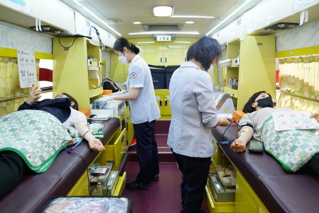 대구시설공단이 코로나19로 인한 혈액 수급 위기 극복을 위해 자발적으로 헌혈에 앞장서고 있다.