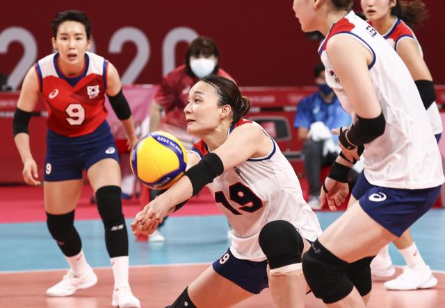 2일 일본 아리아케 아레나에서 열린 도쿄올림픽 여자 배구 A조 조별리그 한국과 세르비아의 경기. 한국 표승주가 리시브를 하고 있다. 연합뉴스