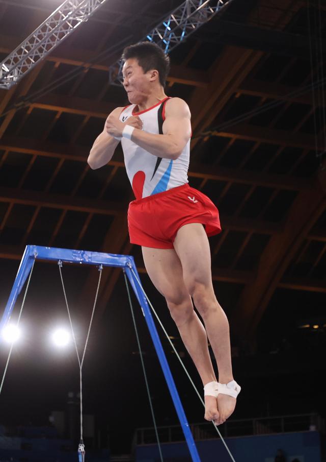 2일 일본 아리아케 체조경기장에서 열린 도쿄올림픽 남자 기계체조 도마 결선에서 신재환이 연기를 하고 있다. 연합뉴스